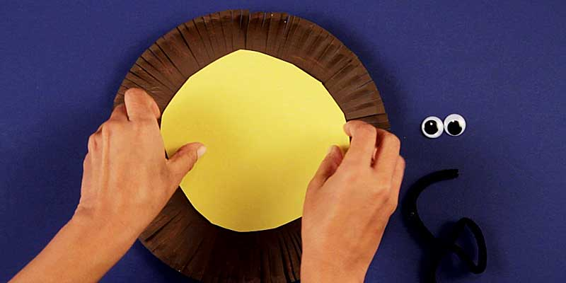 decorating lion paper plate craft